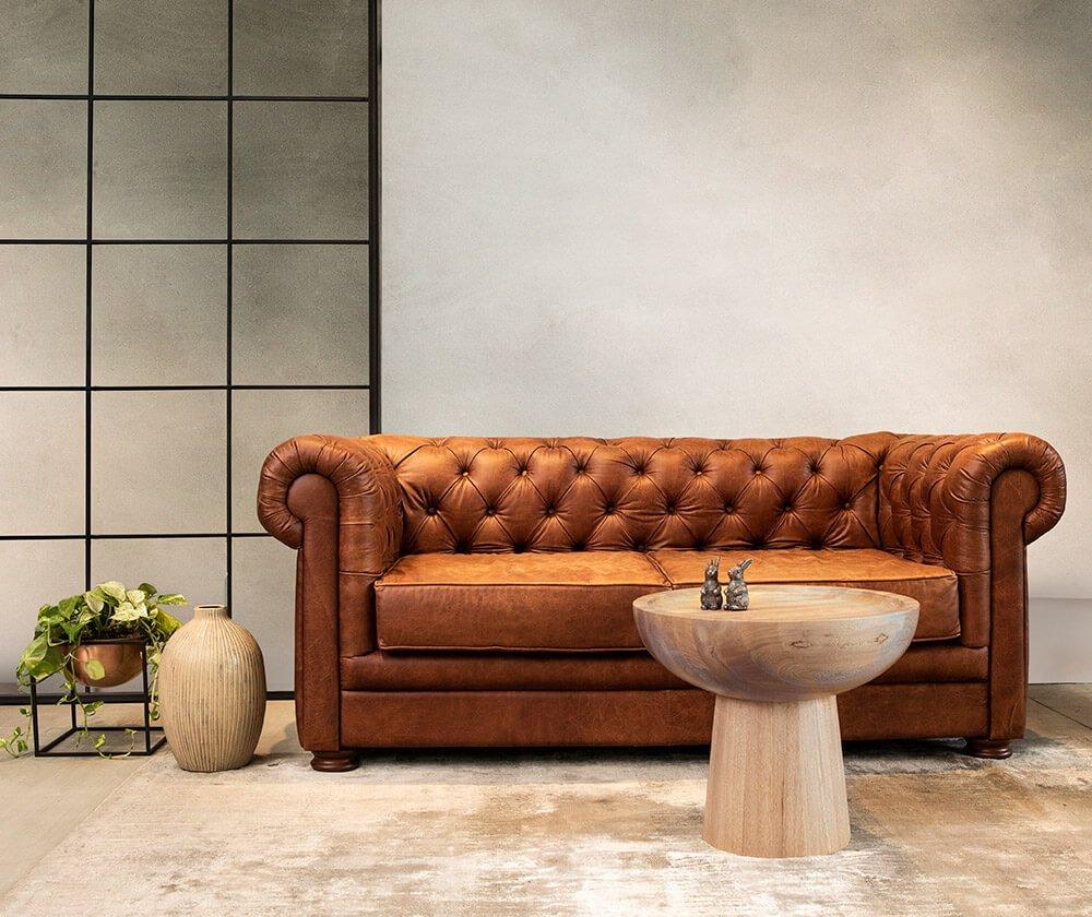 sala-sofa-chester-mesa-auxiliar-copacabana-base-de-materas-cubo-espacio-blanco