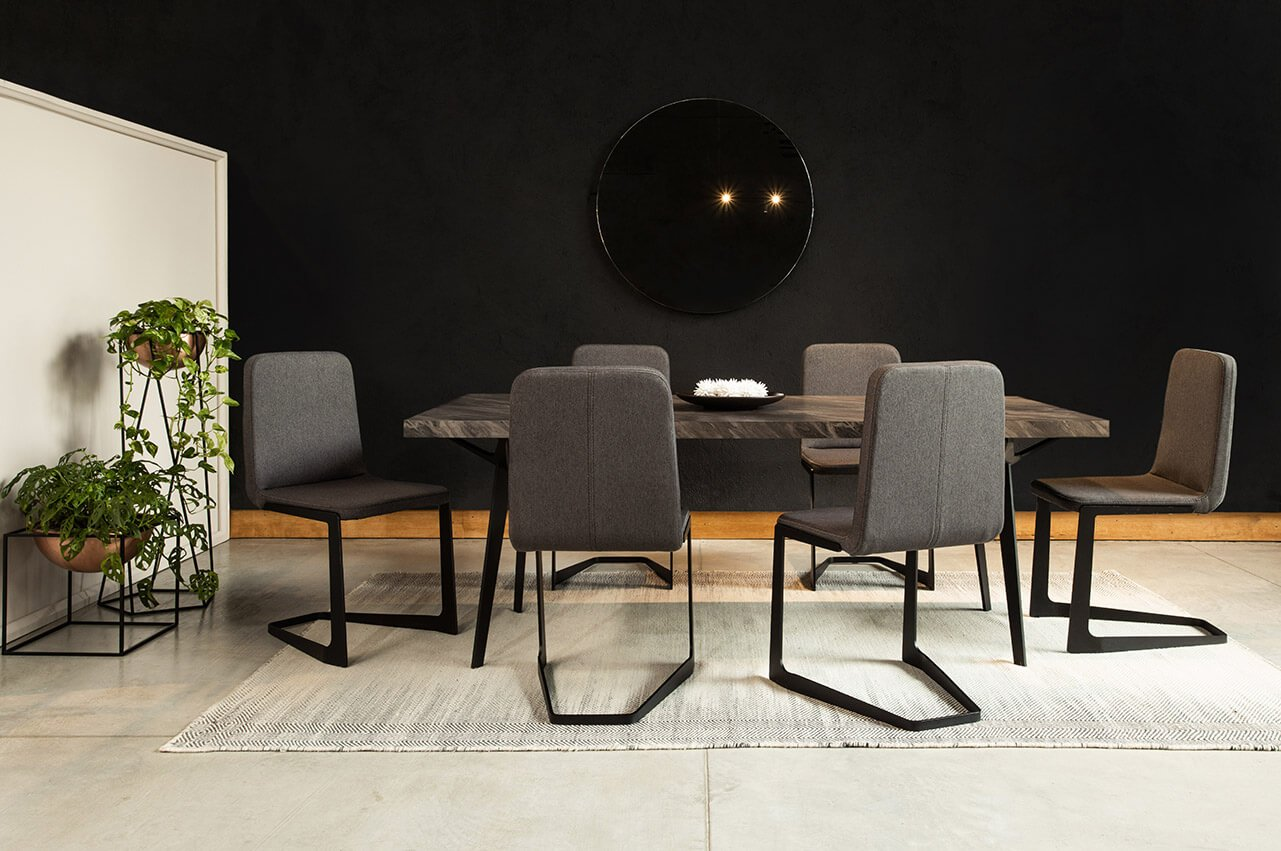 sillas-y-mesa-de-comedor-turquia-base-de-materas-cubo-espacio-blanco