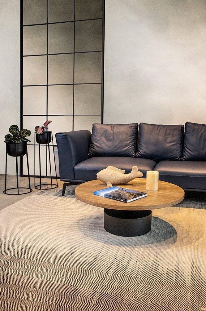 sofa-mediterraneo-mesa-de-centro-moscu-base-de-materas-cilindro-espacio-blanco